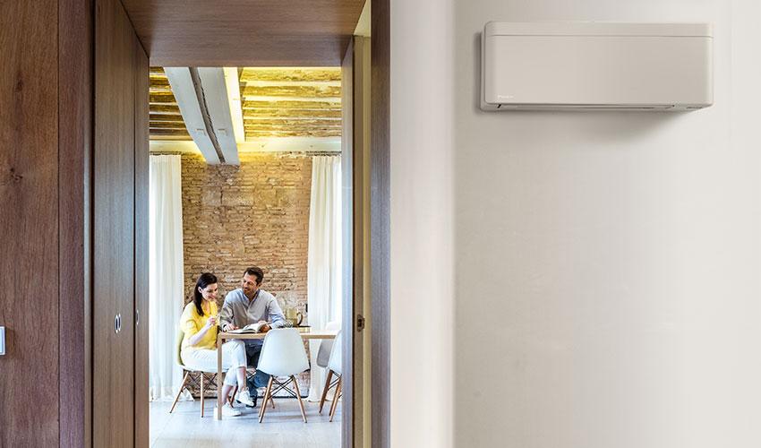Pärchen beim der genuss Ihrer Klimaanlage